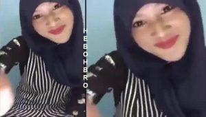 Cewek jilbab nakal pengen ngisep kontol